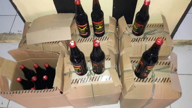 OPERASI PEKAT KALIMAYA 2016 : Polsek Mauk Berhasil Sita Ratusan Botol Minuman Keras