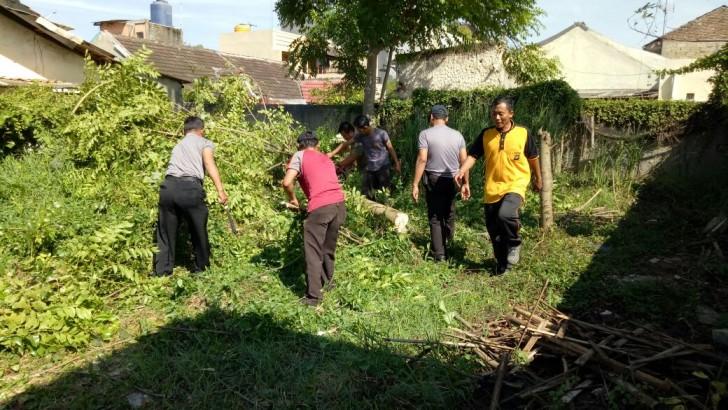 JUM'AT BERSIH : Polsek Rajeg Gelar Kerja Bakti