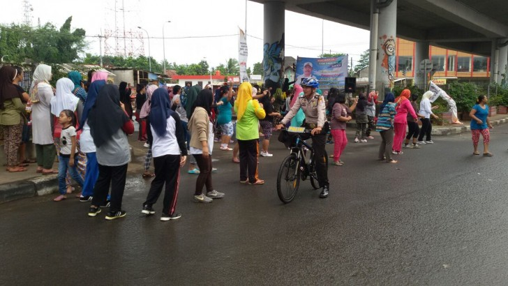 CAR FREE DAY DI BALARAJA : Anggota Polisi Patroli Sepeda
