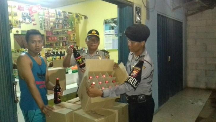 Operasi Cipta Kondisi : Polsek Rajeg Amankan Ratusan Botol Miras