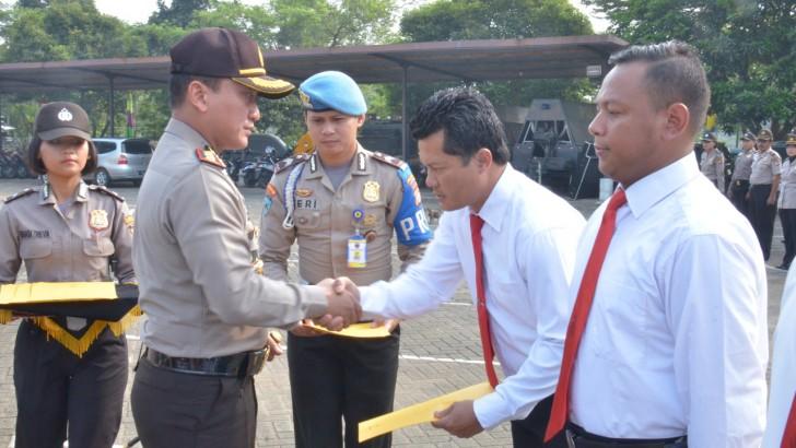 Kapolresta Tangerang Beri Penghargaan Kepada 7 Anggota Yang Ungkap Judi Pilkades