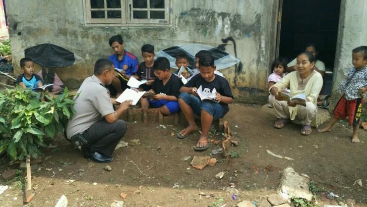 Bhabinkamtibnas Ajak Minat Baca Anggota Polri dan Masyarakat