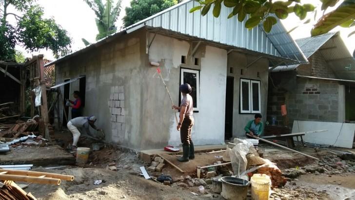 Rumahnya Selesai Dibedah Bripka Prima, Sawani Masih Belum Percaya