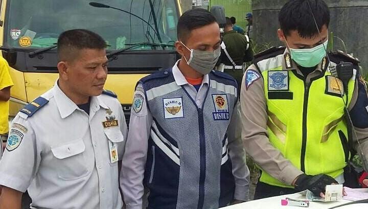 Antisipasi Laka Lantas, Petugas Gabungan Razia Kendaraan Overload di Jayanti