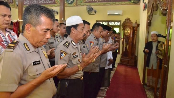 Doakan Korban Lion Air, Polresta Tangerang Gelar Salat Gaib