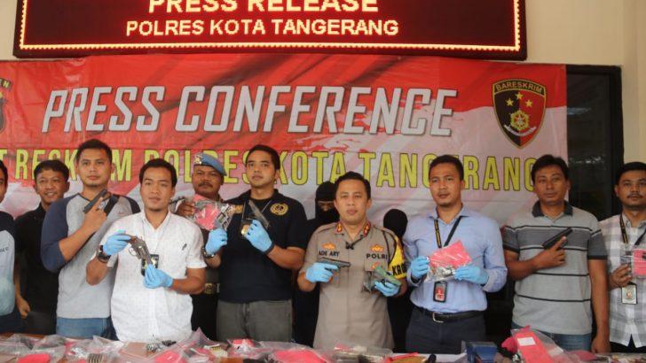 Jual-Beli Senjata Ilegal, Sembilan Senpi dan Ratusan Butir Peluru Tajam Diamankan Polresta Tangerang