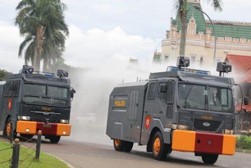 Kapolresta Tangerang Pimpin Penyemprotan Disinfektan dan Patroli Skala Besar