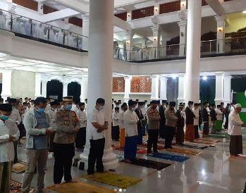 Program Kapolda, Kapolresta Tangerang Laksanakan Sholat Subuh Keliling