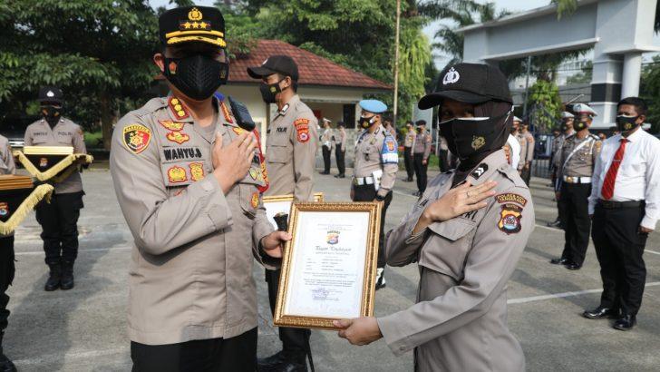 Berkinerja Baik, 27 Anggota Polresta Tangerang Terima Penghargaan