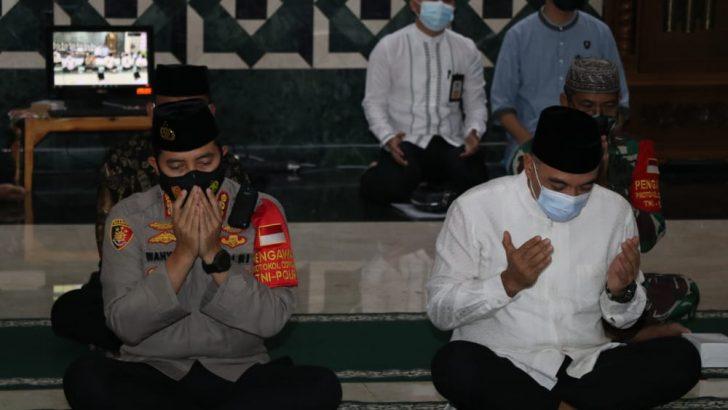 Kapolresta Tangerang Hadiri Peringatan Nuzulul Qur'an yang Diselenggarakan Secara Virtual