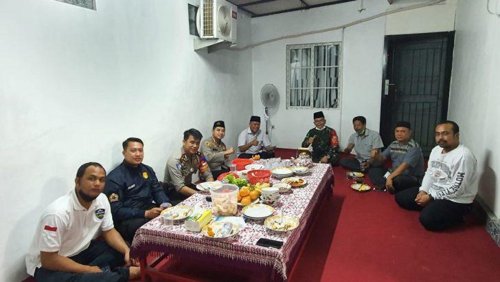 Program Pos Pisang Susu Dirangkaikan Tasyakuran Hari Buruh, Kapolresta Tangerang Sahur Bersama Ketua DPC KSPSI