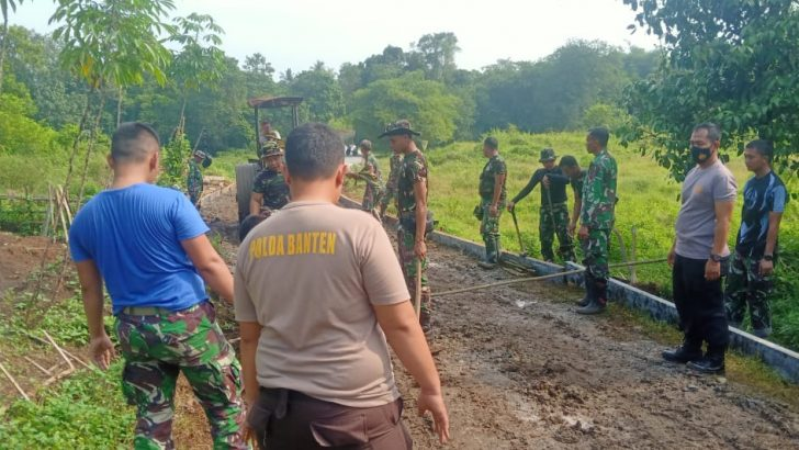 Guyub TNI-Polri, Perbaiki akses jalan dan Turap Roboh di Jambe