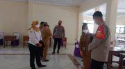 Kapolsek Pasar Kemis Cek Kesiapan Lokasi Vaksinasi Merdeka di Balai Warga Rw.09 Kelurahan Kuta Baru