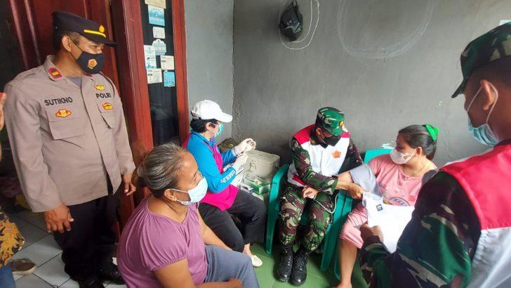 Percepat Hard Immunity Polsek Pasarkemis Polresta Tangerang Lakukan Vaksinasi Covid-19 Secara Door To Door