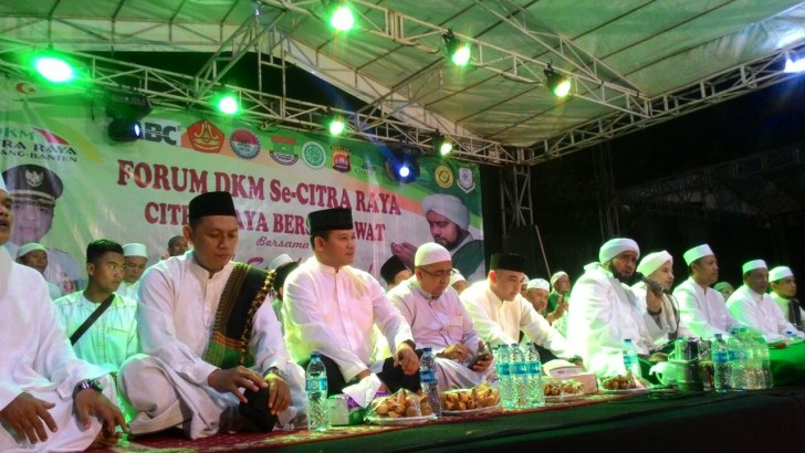 CITRA RAYA BERSHALAWAT : Kapolres Kota Tangerang Dampingi Habib Syekh Abudl Qadir Assegaf
