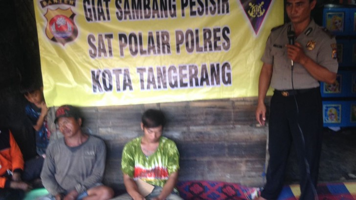 Sambangi Nelayan Kali Adem : Personel Sat Pol Air Gelar Penyuluhan