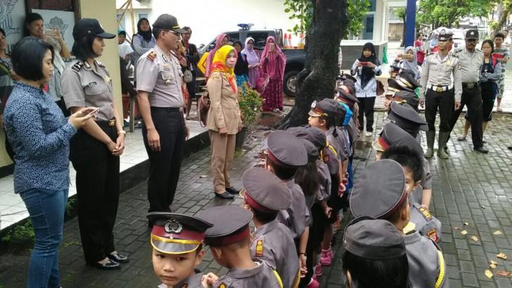 Puluhan Polisi Cilik Kunjungi Mapolsek Rajeg
