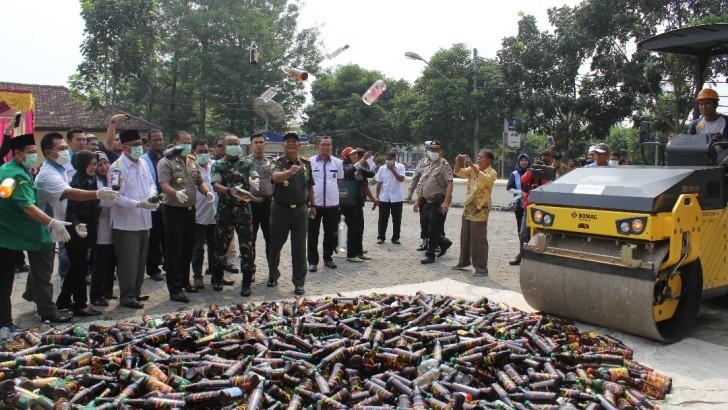 Jelang Ramadhan, Polres Kota Tangerang Musnahkan 21.352 Botol Miras