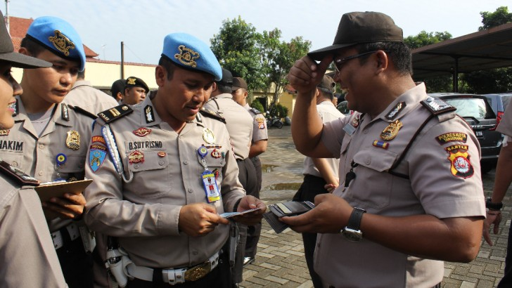 Tingkatkan Kedisiplinan Anggota, Propam Polres Kota Tangerang Adakan Razia