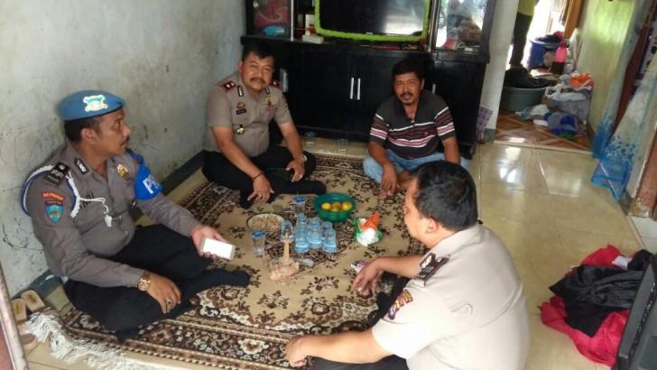 Kapolsek Pasar Kemis Ikut Serta Sambangi Warga
