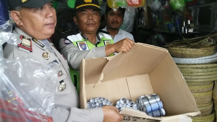 Operasi Cipkon, Petasan dan Miras Disita Polsek Pasarkemis