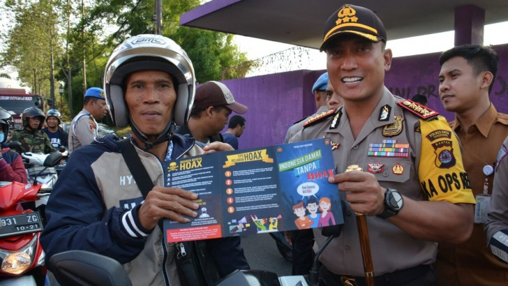 Polresta Tangerang Sebar Ribuan Brosur Tangkal Hoax