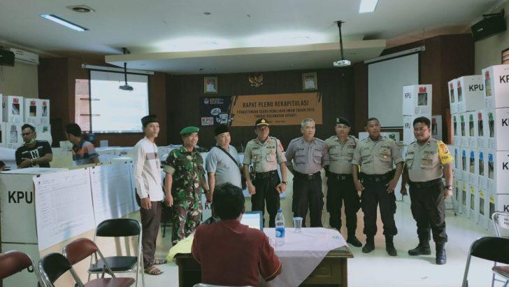 Personel Gabungan TNI-Polri Tetap Siaga Jaga Rapat Pleno Tingkat Kecamatan