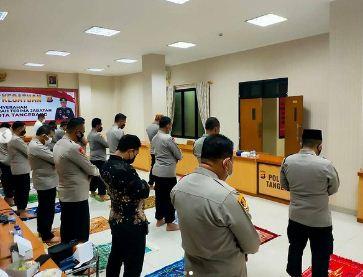Kapolresta Tangerang Gelorakan Program Pos Sajam Akronim Pos Shalat Berjamaah