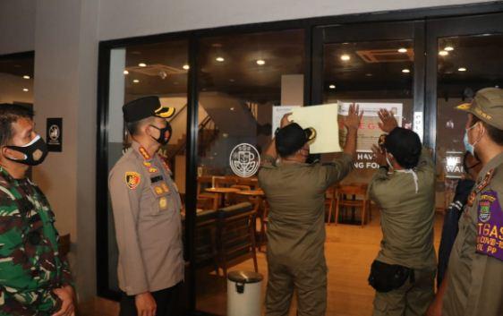Kapolresta Tangerang Pimpin Operasi Yustisi, 2 Cafe Langgar Protokol Kesehatan Disegel