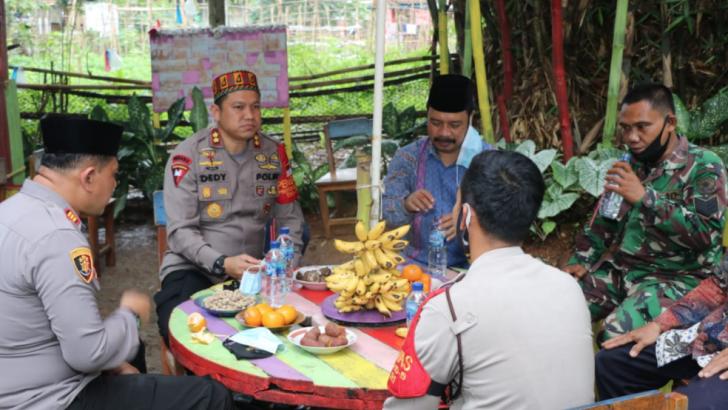 Dukung Literasi Nasional, Bhabinkamtibmas Polresta Tangerang Bangun Pojok Baca