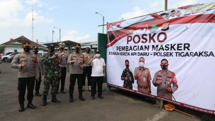 Polresta Tangerang dan 3 Pilar Dirikan Posko Pembagian Masker di Stasiun DARU