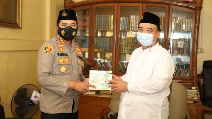 Rukun Ulama-Umara dan Sowan Sesepuh, Kapolresta Tangerang Kunjungi Ketua NU Tangerang Bahas Kitab Kuning