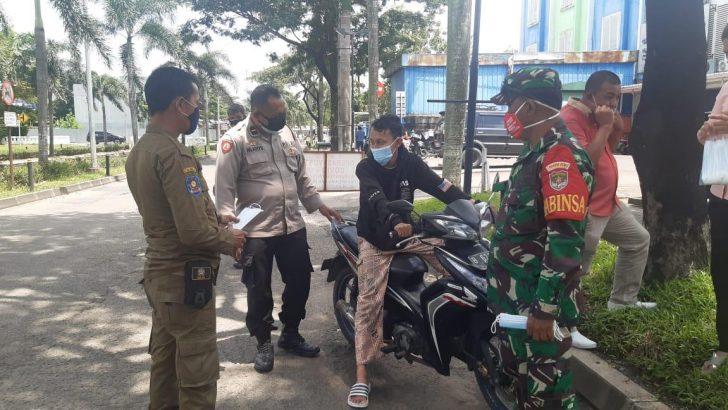 Polresta Tangerang Bersama 3 Pilar Bagikan 20.020 Masker di 95 Titik