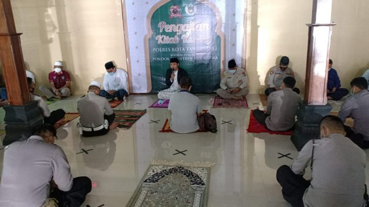 Pembinaan Rohani dan Mental Polresta Tangerang, Kaji Kitab Kuning