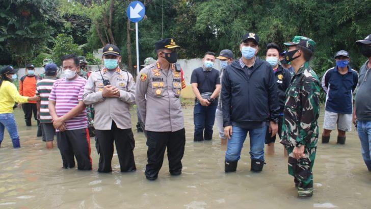 Tinjau Lokasi Banjir, Kapolresta Terjunkan Tim Siaga Bencana Polresta Tangerang
