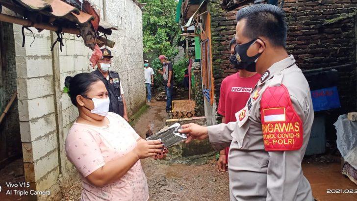 Bhabinkamtibmas Polsek Tigaraksa Polresta Tangerang Bersama 3 Pilar Pasir Bolang Dampingi Bidan Desa Laksanakan Test Swab PCR