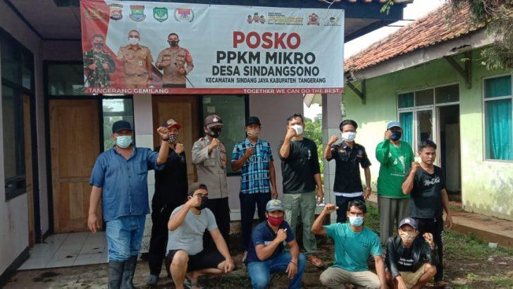 Peringati HPSN, Bhabinkamtibmas Polresta Tangerang dan Anggota Posko PPKM Sindangsono Bersihkan Sampah
