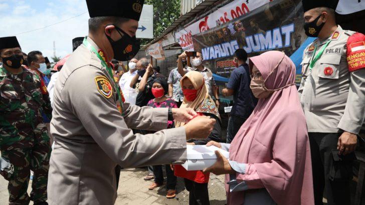Jumling dan Warung Jumat di Masjid PT. VCI, Polresta Tangerang Bagikan Masker dan Nasi Kotak