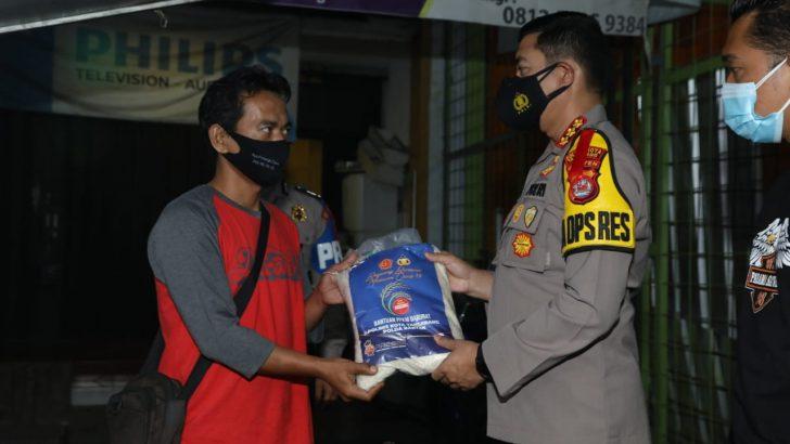 Patroli Humanis PPKM, Kapolresta Tangerang Borong Nasi Goreng