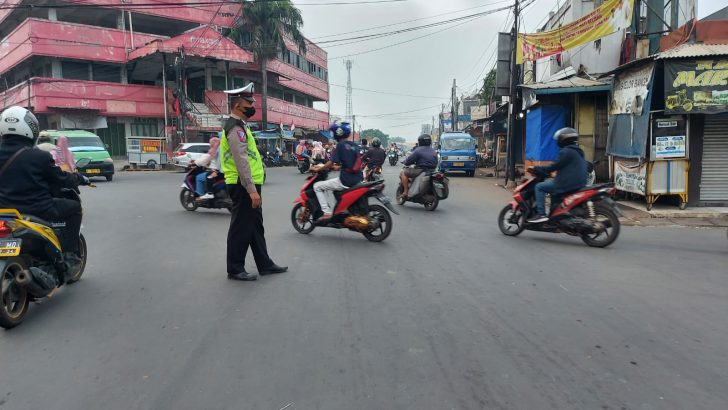 Antisipasi Kemacetan Lalu lintas, Unit Lantas Polsek Pasarkemis Polresta Tangerang Laksanakan Protaf Pagi Hari