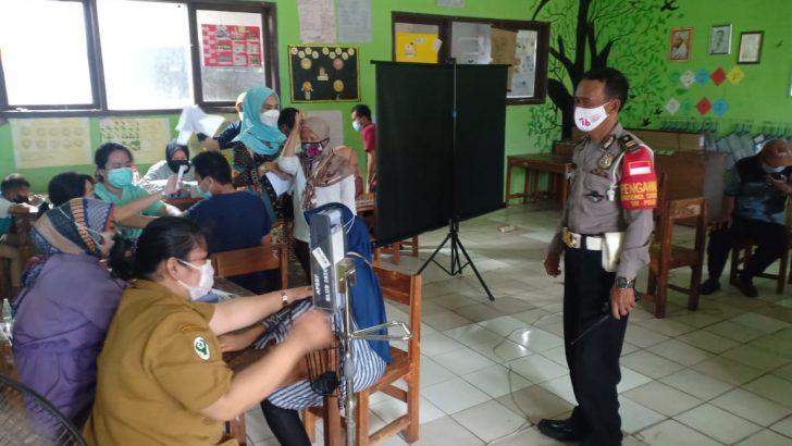 Polsek Cikupa Polresta Tangerang Laksanakan pengamanan Vaksinasi di Desa Bitung Jaya